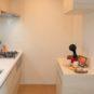 キッチン カウンターがある、食器棚を設置。キッチンの収棚と加えて豊富な収納力があります。