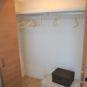 洋室(2)のクローゼットは、押入と同じ奥行きのため、布団や、収納ケースなど入れやすい仕様です。上部にライトもあり、仕舞ったものの出し入れに便利です。