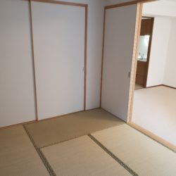 和室とリビングダイニングを合わせると約15.8帖の空間として利用できます。(居間)