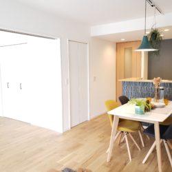 和室とリビングダイニングを合わせると約18.1帖の空間として利用できます。(居間)