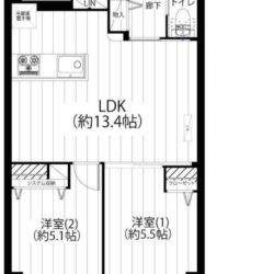 南西向き2LDK、バルコニーに2室が面する住戸。約13.4帖のリビングダイニングキッチン。(間取)