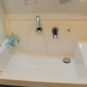 風呂 水栓が壁面に設置されているため、水はねが軽減、お手入れがしやすい仕様です。シャワー水栓でさらに便利。