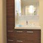 風呂 サイド収納があり、タオルや洗剤などのストック類の収納がしやすい仕様となっております。