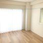 内装 洋室(2)には出窓があり、出窓分は畳数にカウントされないため、同じ畳数のお部屋よりも広く感じます。