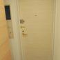 玄関 玄関前はポーチがあり、扉を開けた時でもお部屋のプライバシーが保てます。ダブルロック錠です。