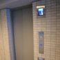 エレベーターモニターを設置、セキュリティ面の充実を図っています。乗り込む前に、モニターで確認可能。