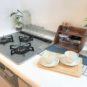 キッチン 3口のガスコンロ、五徳が簡単に外せるためお手入れが簡単に出来ます。