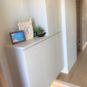 玄関 玄関収納はトール型タイプで収納力があります。写真や小物が置ける棚も設置済み。足元照明もあります。