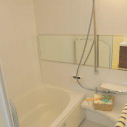 1216サイズのバスルーム。浴室乾燥機付き、ワイドミラー、追い炊き機能付きです。(風呂)