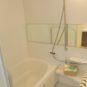 風呂 1216サイズのバスルーム。浴室乾燥機付き、ワイドミラー、追い炊き機能付きです。