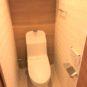玄関 温水洗浄便座付き、リモコンで操作しますので、操作のしやすさもポイントです。