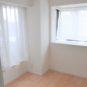 洋室(2)は約4.5帖です、2面採光になっており、大変明るいお部屋です。