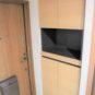 玄関 玄関収納はカウンタータイプ+上下に収納があります。全身が映せるミラー付きで、お出掛け前のチェックが出来ます