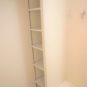 リネン棚や収納棚など、洗面室周りの収納力を増やしました。