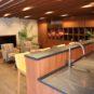 ラウンジにはミニキッチンも設置してあり、気軽にパーティーはいかがでしょうか。隣接して自販機もあります
