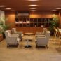 ラウンジスペース(セキュリティ内)。友人や知人と会話を楽しんだり、ワークスペースとしても利用可能。