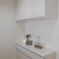 キッチン 食器棚はキッチンと同じシリーズのため、統一感のあるキッチンスペースに。