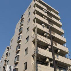 9階建ての3階角住戸、南西向きのため、陽当たり、通風性は大変良好です。(外観)
